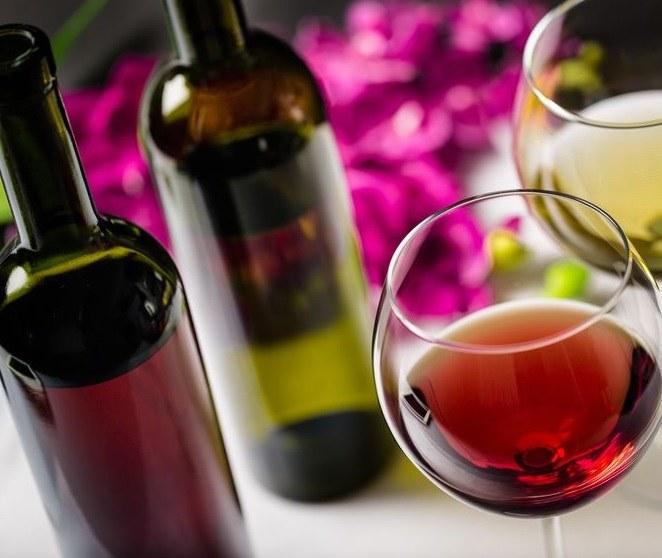 Użyj butelki po winie /©123RF/PICSEL