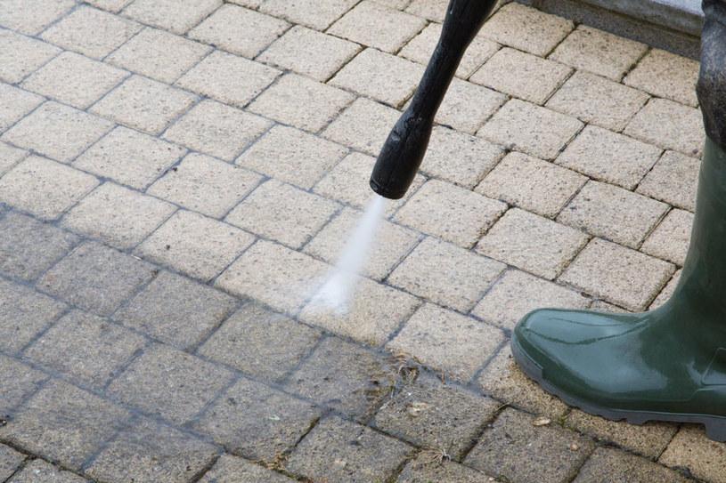 Użyj myjki ciśnieniowej /©123RF/PICSEL