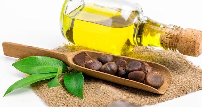 Użyj olejku herbacianego /©123RF/PICSEL