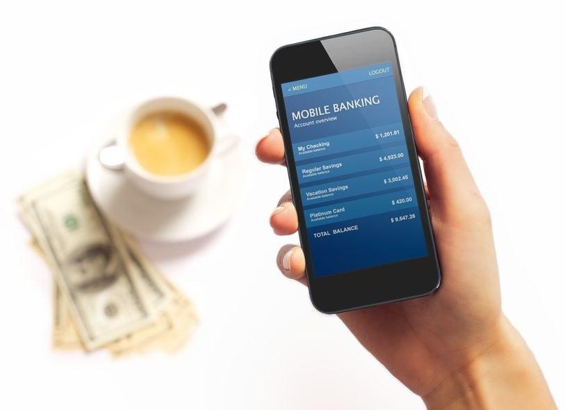 Użytkownicy bankowości mobilnej są narażeni na poważne niebezpieczeństwo utraty pieniędzy /123RF/PICSEL