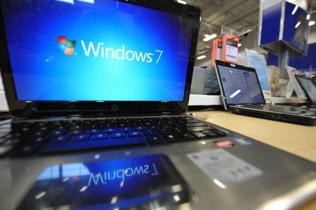 Użytkownicy chętniej wybierają Windows 7, a nie jak proponuje Microsoft - Windows 8.1. /AFP