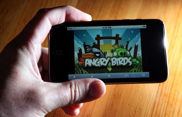 Użytkownicy smartfonów na całym świecie pokochali Angry Birds za prostotę i szybką rozgrywkę /AFP