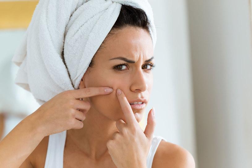 Używaj delikatnych żeli, mydła lub specjalnej pasty, która nie wysuszy twojej skóry /123RF/PICSEL