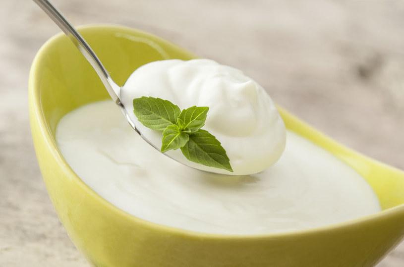Używaj jogurtu naturalnego /©123RF/PICSEL