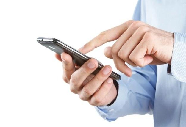 Używanie własnego smartfona w pracy może być niebezpieczne dla firmy /123RF/PICSEL