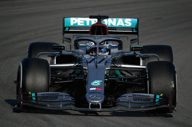 Valtteri Bottas wygrał inauguracyjne zawody nowego sezonu /AFP