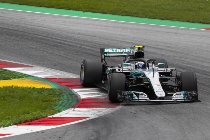 Valtteri Bottas z ekipy Mercedes /PAP/EPA