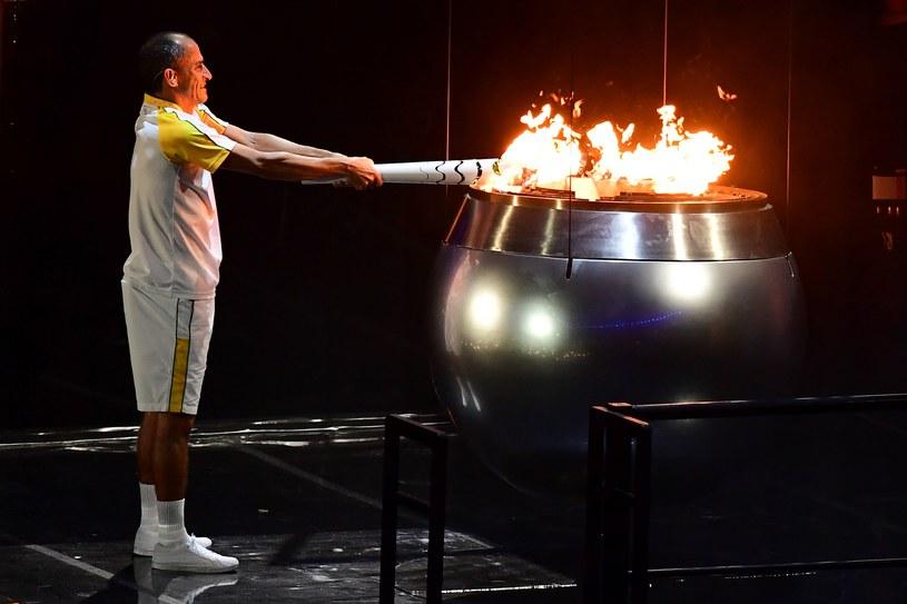 Vanderlei de Lima zapala znicz olimpijski w Rio /AFP