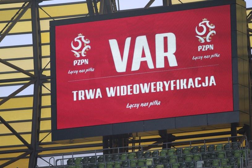 VAR od początku sezonu jest używany na boiskach Lotto Ekstraklasy /Marcin Gadomski / SE /East News