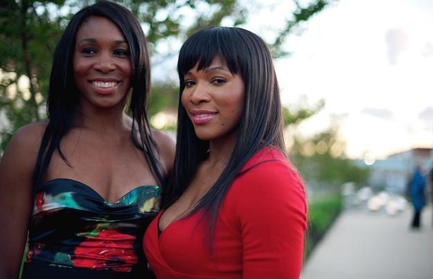 Venus (z lewej) i Serena Williams. /AFP