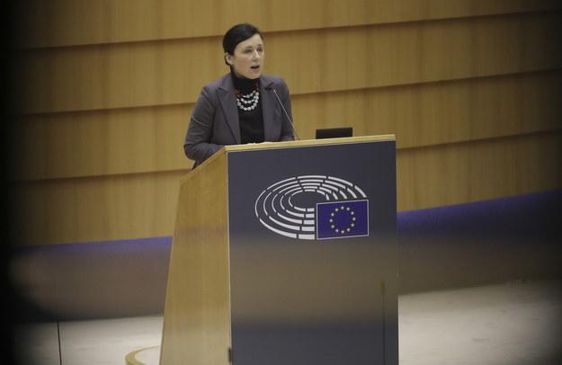Vera Jourova podczas sesji PE /OLIVIER HOSLET /PAP/EPA