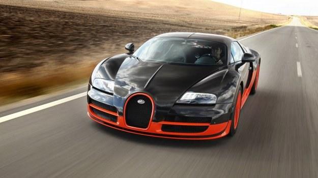 Veyrona Super Sport napędza 8-litrowy silnik V16 o mocy 1200 KM. /Bugatti