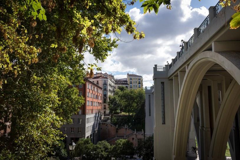 """Viaducto de Segovia jest tłem finałowych wydarzeń w filmie """"Matador"""" /Adobe Stock"""