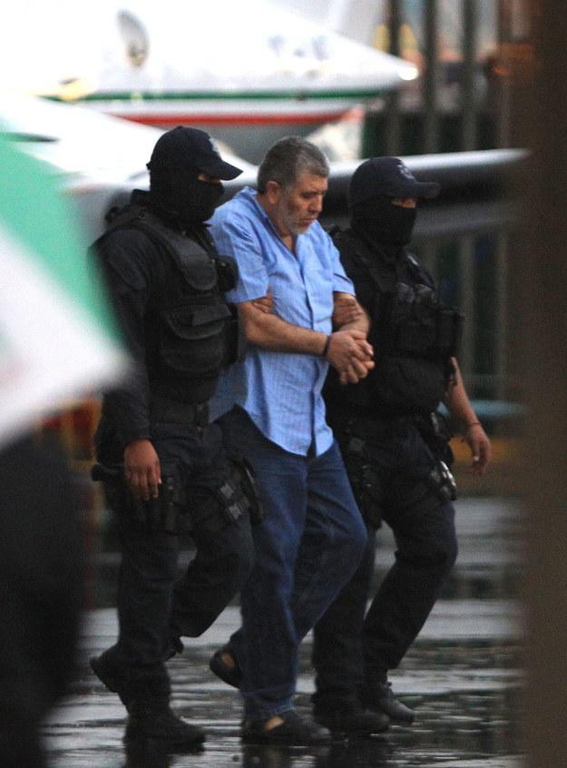 Vicente Carrillo Fuentes w policyjnej eskorcie /MARIO GUZMAN    /PAP/EPA