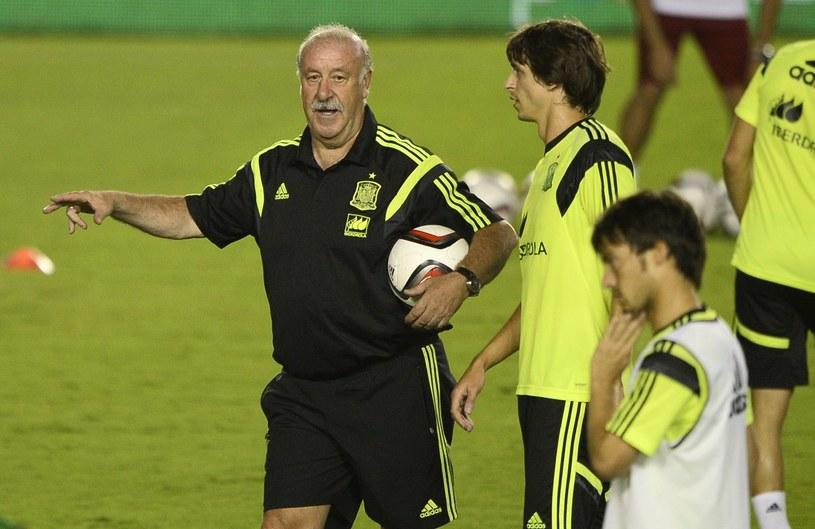 Vicente del Bosque na treningu z piłkarzami reprezentacji Hiszpanii /AFP