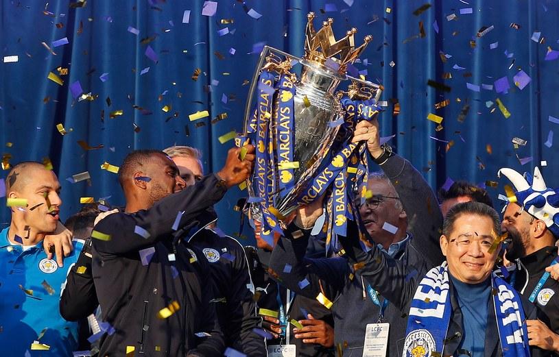 Vichai Srivaddhanaprabha (z prawej) doprowadził Leicester do mistrzostwa Anglii /AFP