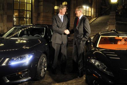 Victor R Muller, szef Spyker Cars (z lewej) i Jan-Ake Jonsson, prezes Saab Automobiles AB /AFP