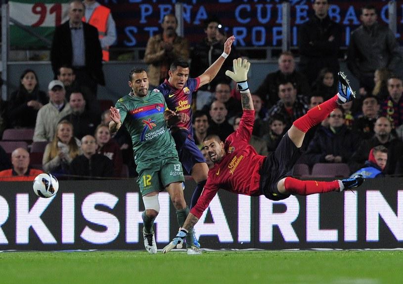 Victor Valdes odejdzie z Barcelony. Czy trafi do Arsenalu? /AFP