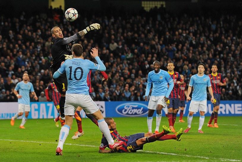 Victor Valdes podczas meczu Manchester City - FC Barcelona /AFP