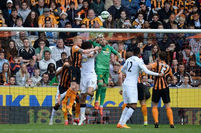 Victor Valdes w akcji w meczu Manchesteru United z Hull City /AFP
