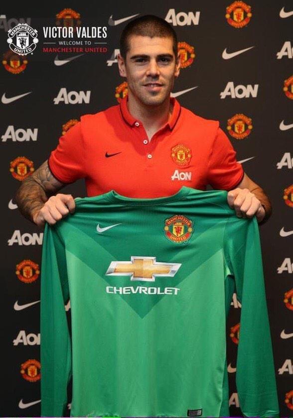 Victor Valdes w Manchesterze United. /AFP
