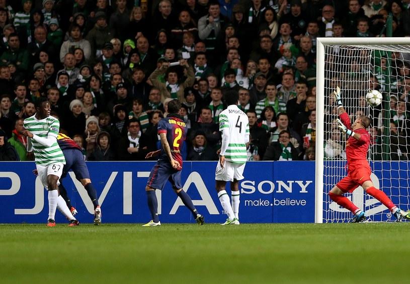 Victor Wanyama (z pierwszy z lewej) strzela gola na 1-0 dla Celtiku. /AFP