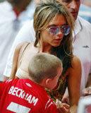 Victoria Beckham i jej syn Brooklyn /AFP