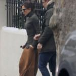 Victoria Beckham porusza się o kulach! Co się stało?