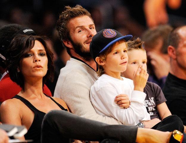 Victoria i David Beckhamowie z synami Cruzem i Romeo fot. Kevork Djansezian /Getty Images/Flash Press Media