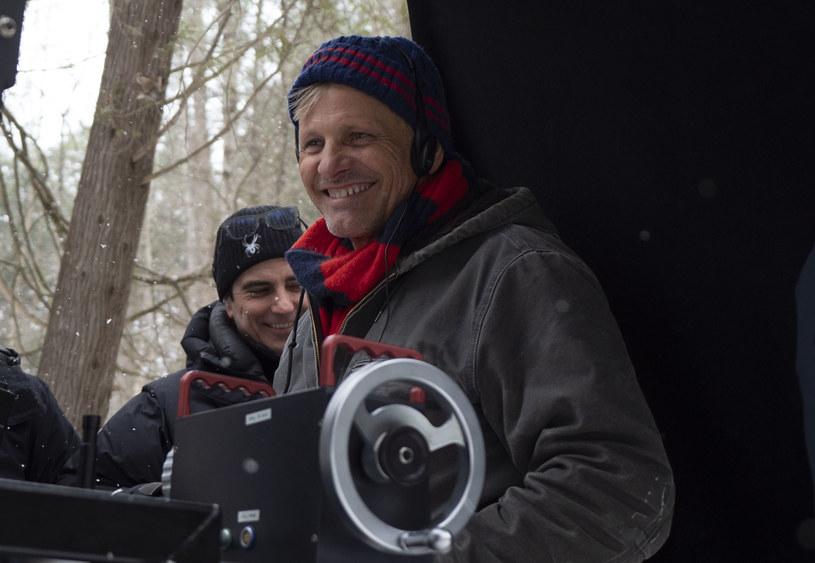 """Viggo Mortensen na planie reżyserowanego przez siebie filmu """"Jeszcze jest czas"""" /materiały prasowe"""