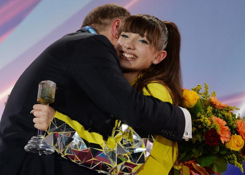 Viki Gabor odbiera gratulacje od prezesa TVP Jacka Kurskiego /Alexey Vitvitsky/SPUTNIK Russia/ /East News