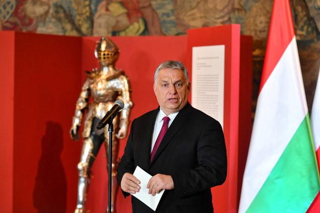 Viktor Orban i zbroja Zygmunta Augusta /Art Service 2 /PAP