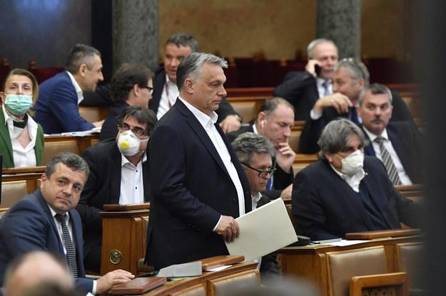 Viktor Orban podczas obrad węgierskiego parlamentu /ZOLTAN MATHE /PAP