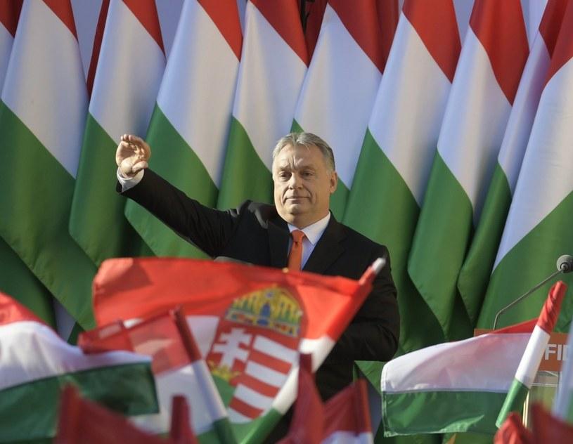 Viktor Orban podczas ostatniego wiecu w Szekesfehervarze /AFP