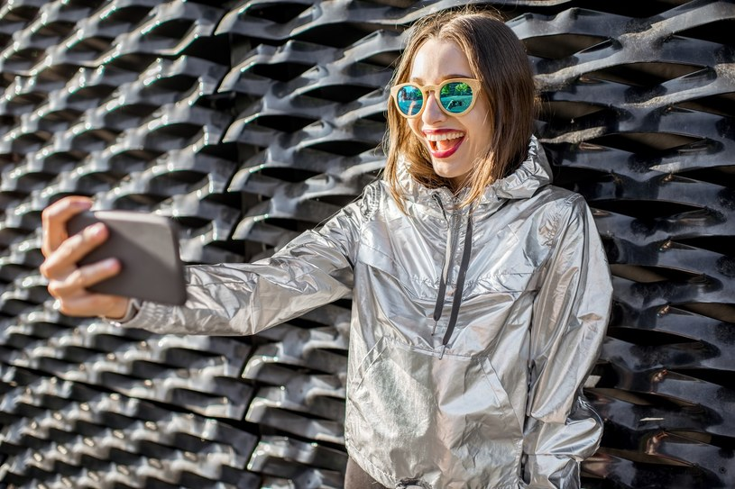 vinyl, plastic, metalic, trendy zima 2017 /materiały prasowe