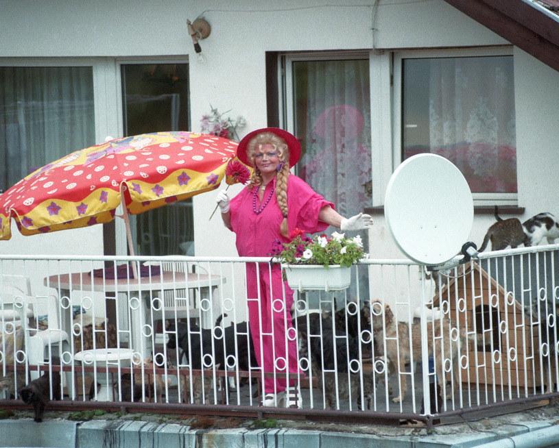 Violetta Villas na tarasie swojego domu w Lewinie Kłodzkim, 1999 r. /Marek Szymański /Agencja FORUM