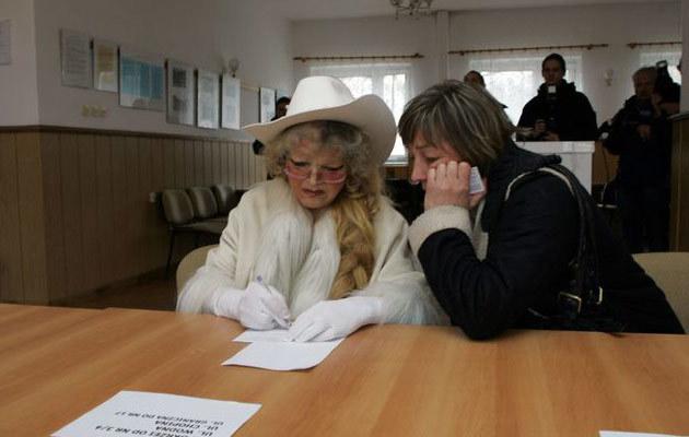 Violetta Villas oddaje głos w referendum, fot. Rafał Witczak