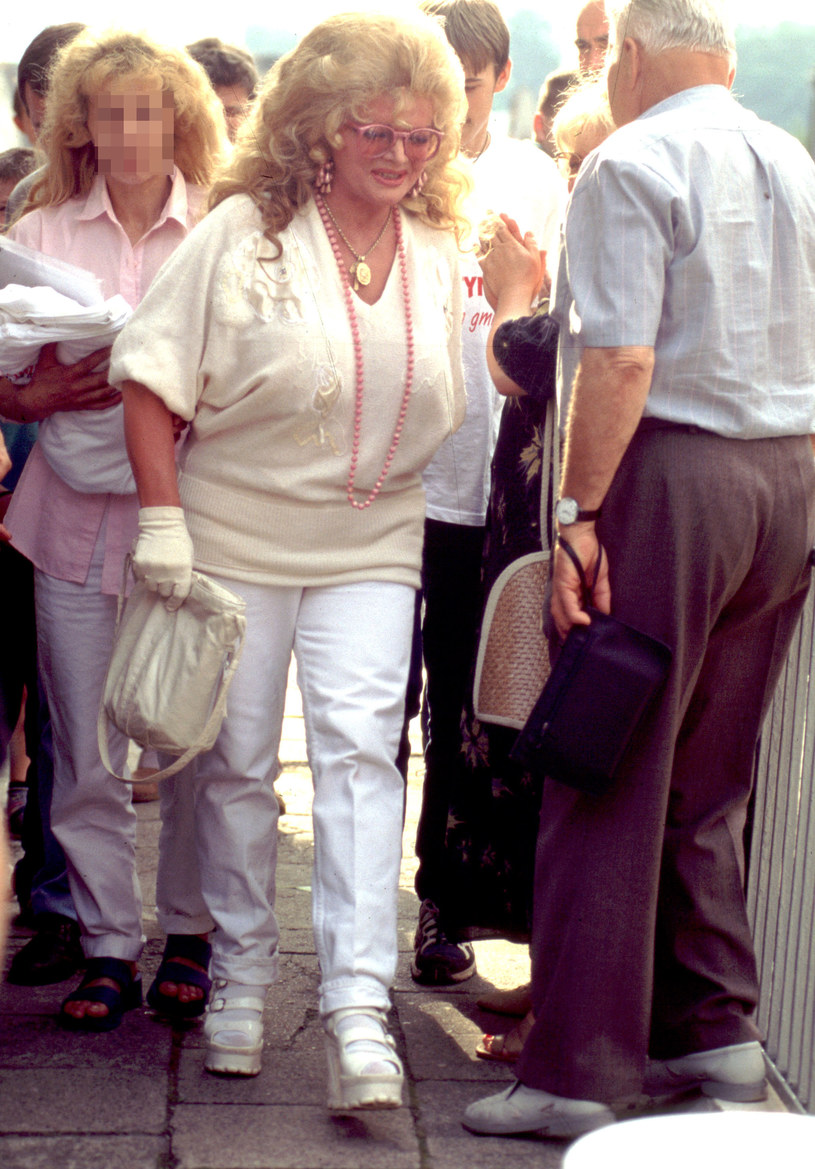 Violetta Villas ze swoją opiekunką, 1998 r. /Tomek Pisinski /Agencja FORUM