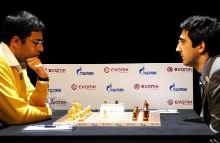 Viswanathan Anand (z lewej) i Władimir Kramnik /AFP