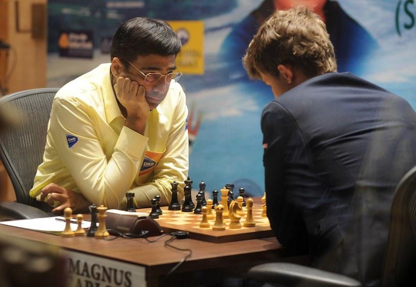 Viswanathan Anand (z lewej) /AFP