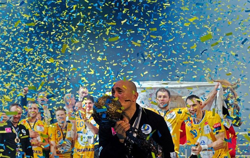 Vive Tauron Kielce z pucharem Ligi Mistrzów /AFP