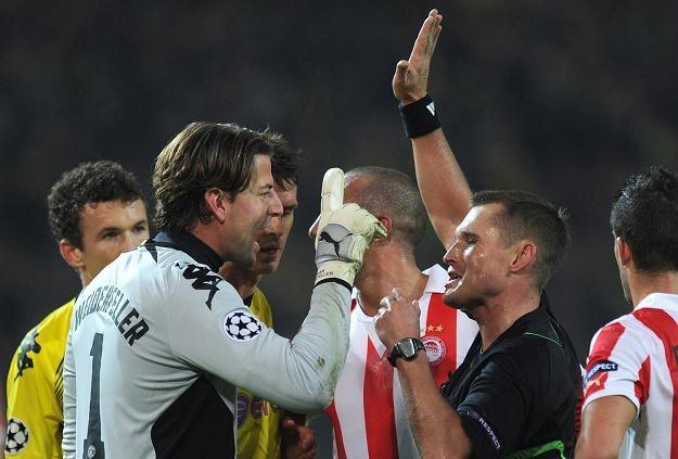Vladislav Bezborodow (w środku) poprowadzi mecz Wisła - Twente /AFP