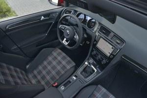Volkswagen Golf GTI: tak jak w pozostałych odmianach, za nawigację trzeba dopłacić – bazowa z ekranem 5,8'' kosztuje 3740 zł, topowa (8'') – 7560 zł. /Motor