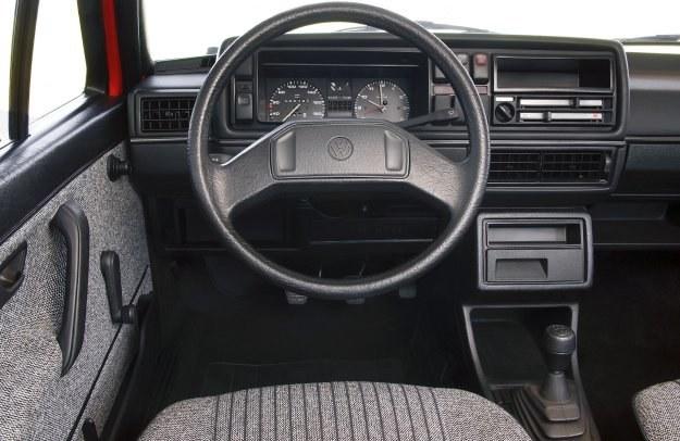 Volkswagen Golf II - deska rozdzielcza /Volkswagen
