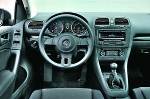 Volkswagen Golf - klasyczny styl i nienaganna jakość wykończenia. /Motor