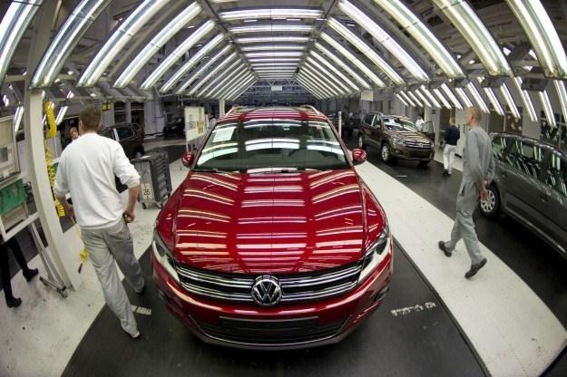 Volkswagen również planuje inwestycje w tańszych państwach /AFP
