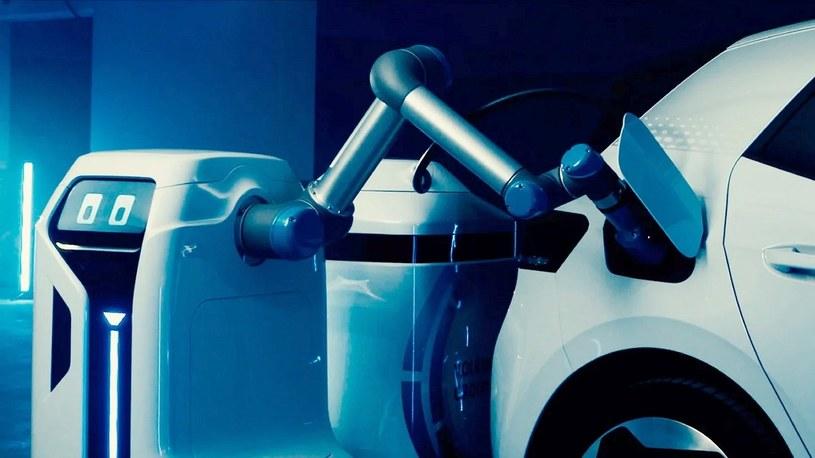 Volkswagen zbudował autonomicznego robota do łatwego ładowania pojazdów elektrycznych [FILM] /Geekweek