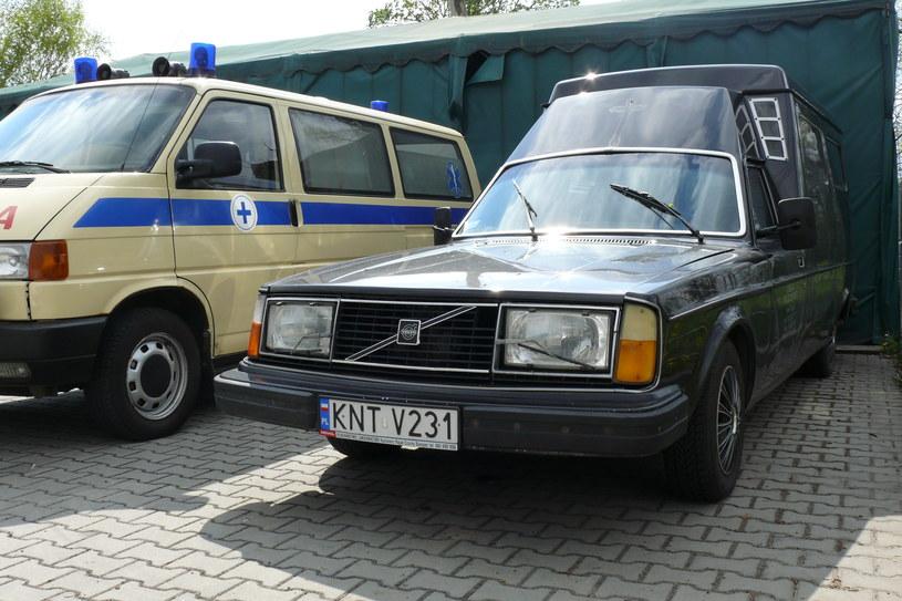 Volvo 264 z zakładu pogrzebowego w Czarnym Dunajcu /Muzeum Ratownictwa w Krakowie