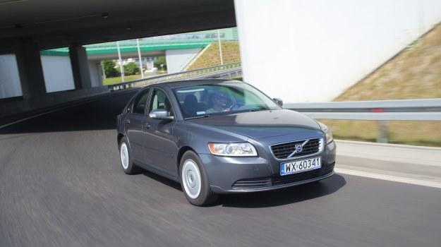 Volvo to samochód ze sportowym zacięciem: nisko zawieszony, twardy i bardzo stabilny podczas pokonywania zakrętów. /Motor