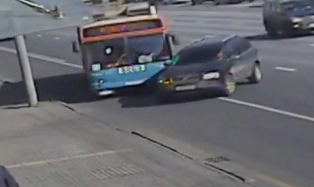 Volvo XC90 kontra trolejbus /